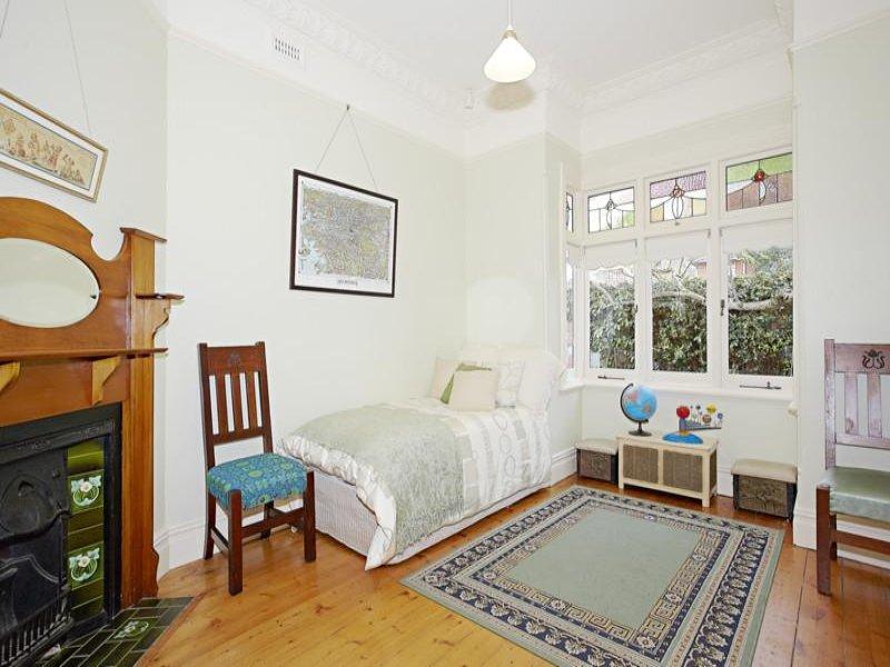 Bax's bedroom before