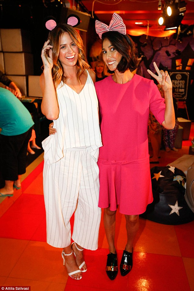 1414647888005_wps_21_Jesinta_Campbell_and_Lind (1)