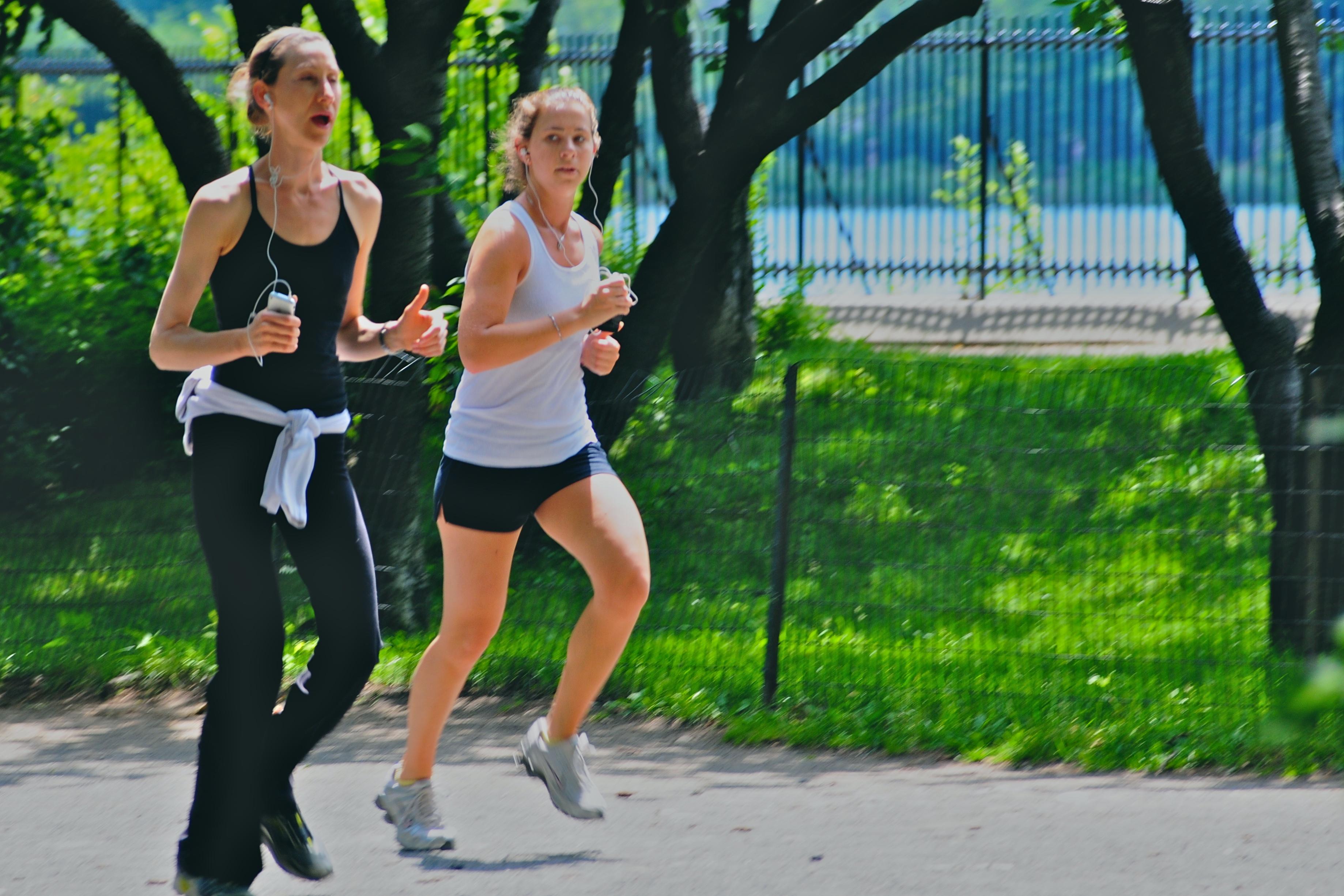 Jogging-ladies-at-day