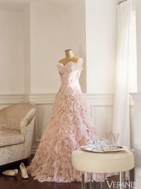 nrm_1422909338-syn-39-540f5b752e170_-_ver-jlo-bedroom-dress-msc